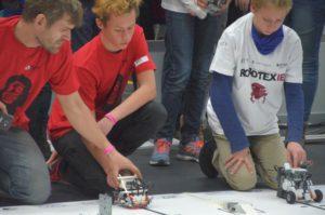 Robotex 2016: Saku tiim stardib joonejärgimisel.